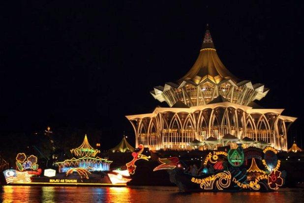 7-Sarawak-Borneo-Kuching-waterfront2